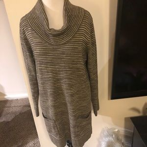 Eight eight eight sweater tunic with 2 front
